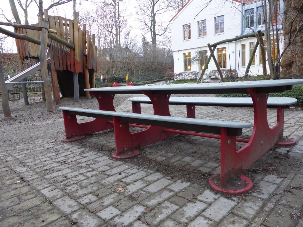 Sitzbank und Teil Außengelände